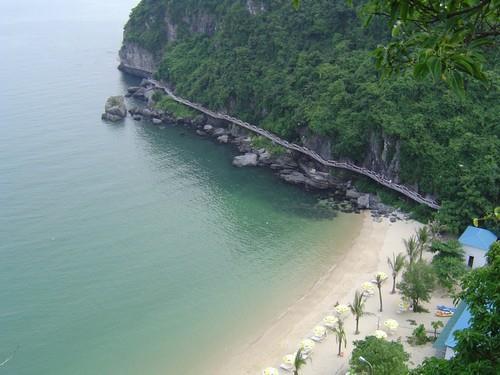 Các bãi biển Cát Bà