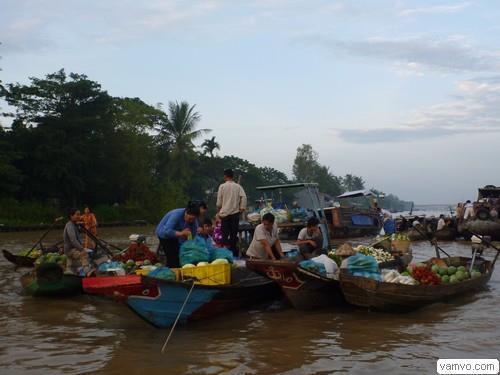 Chợ nổi Ba Ngàn