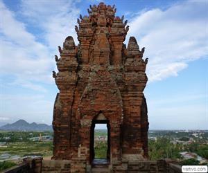 Tháp Chàm Pôklông Garai