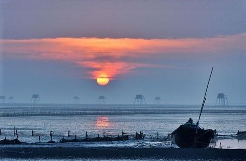 Bãi biển Đồng Châu thơ mộng dưới bình minh