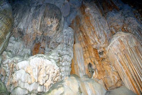 Hang Phượng Hoàng - Suối Mỏ Gà