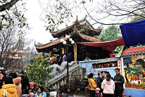 Đền Bà Chúa Kho Bắc Ninh nhộn nhịp khách