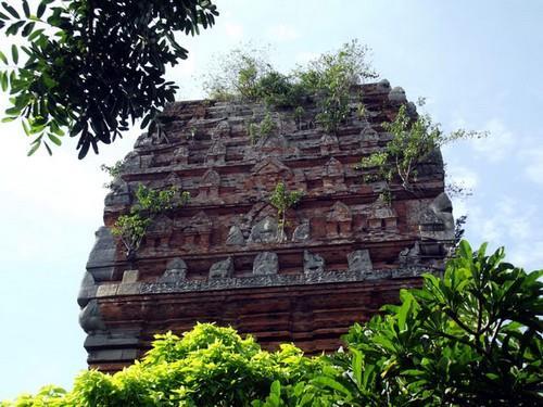 Phần đỉnh Tháp đôi Quy Nhơn Bình Định