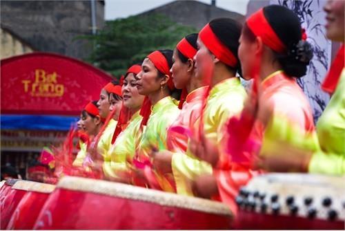 Đội trống nữ ở làng trống Đọi Tam Hà Nam