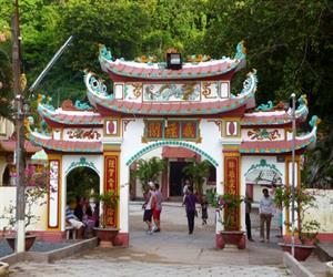 Khu du lịch Hòn Phụ Tử - cổng chùa Hang
