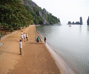 Khu du lịch Hòn Phụ Tử - bãi Dương trải dài