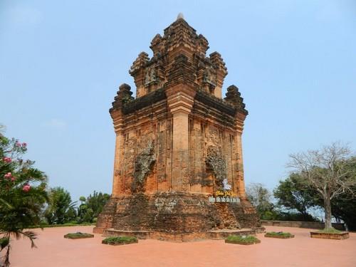 Tháp Nhạn Tuy Hòa cổ kính rêu phong