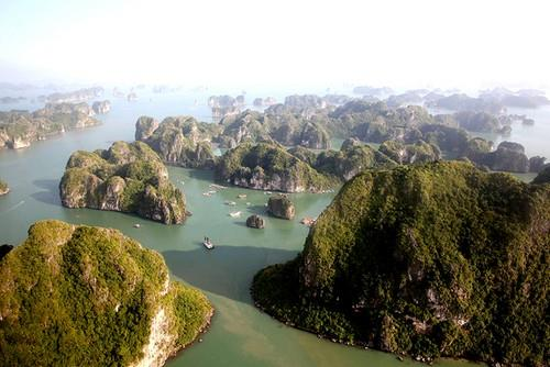 Halong Bay helicopter trip