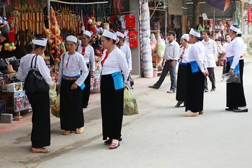Người Mường ở suối cá thần Cẩm Lương Thanh Hóa