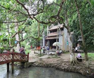 Đền rắn ở suối cá thần Cẩm Lương Thanh Hóa