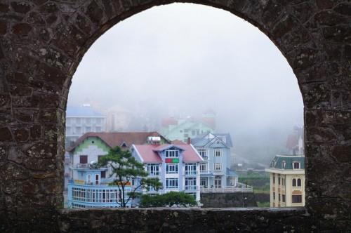 Khu du lịch Tam Đảo - nhà thờ cổ nhìn ra thị trấn