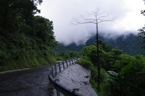 Du lịch Tam Đảo bằng xe máy - đường đèo quanh co