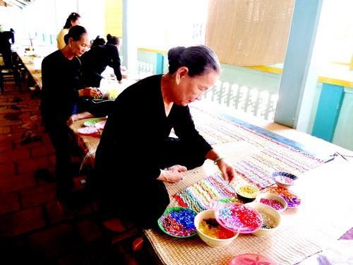 Nhà Lớn Long Sơn - người dân theo đạo Ông Trần